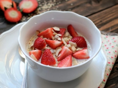 Strawberry and quinoa breakfast bowl